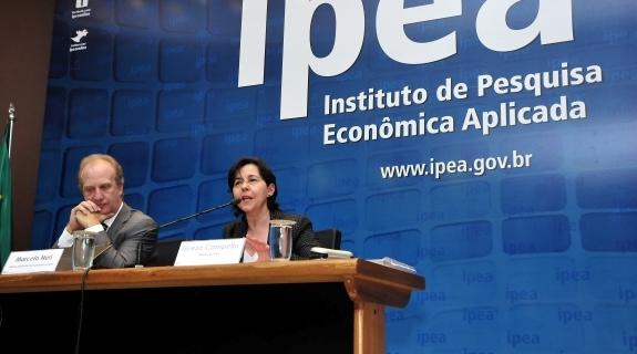 O presidente do Ipea e ministro da SAE, Marcelo Neri, e a ministra Tereza Campello divulgaram dados inéditos sobre Bolsa Família